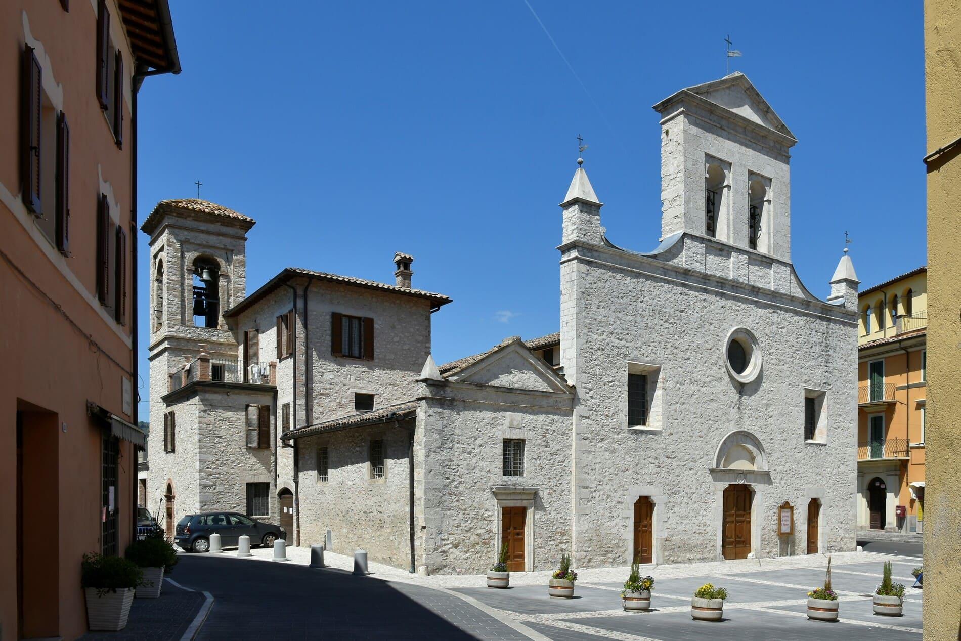 Piazza Garibaldi, Arrone